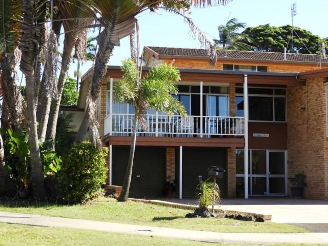 """Unit 2 """"Corban Villa"""" 2 Marlua Avenue, Moffat Beach"""