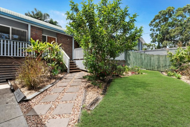 13 Carlton Avenue, Moffat Beach